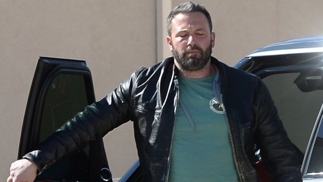 10/17/2018 EXCLUSIVE: Ben Affleck gets back to work in Los Angeles. The 46 year old American actor and filmmaker looked a bit tired as he exited his car in a office building car park.