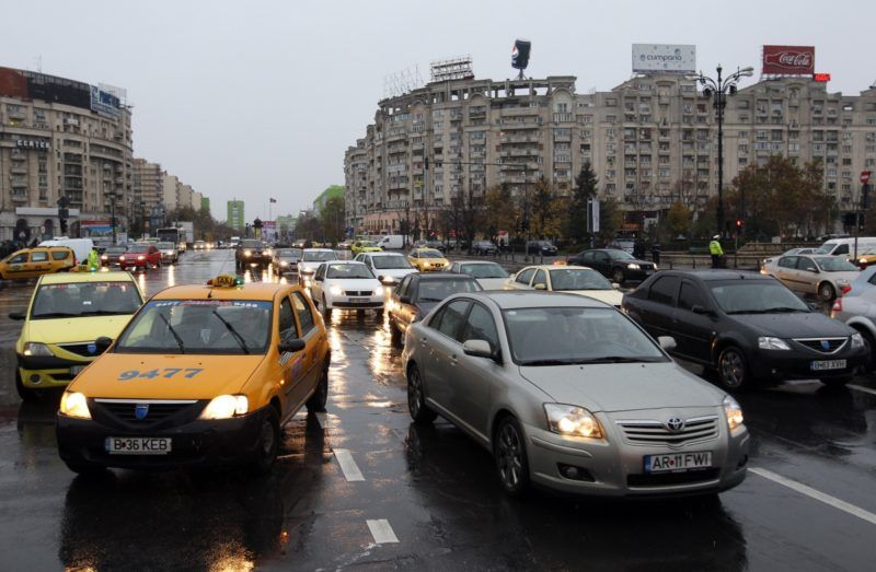 Cars and cabs are stuck in the traffic in the city centre of Bucharest, Romania, 26 November 2013. Photo: Friso Gentsch/dpa