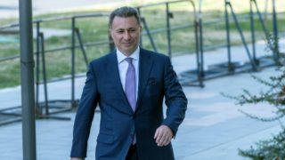 Former Macedonian Prime Minister Nikola Gruevski arrives at a courthouse in Skopje on October 5, 2018. - A court has sentenced former Macedonian Prime Minster Nikola Gruevski to two years in prison for unlawfully influencing interior ministry officials in the purchase of a luxury vehicle. (Photo by Robert ATANASOVSKI / AFP)