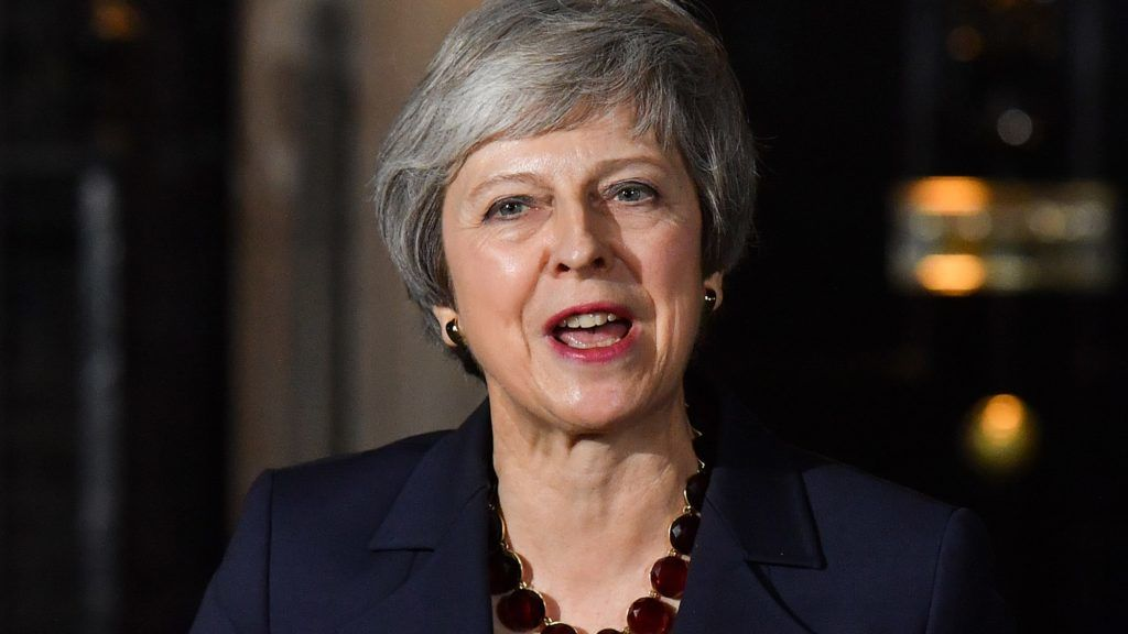 Britain's Prime Minister Theresa May gives a statement outside 10 Downing Street in London on November 14, 2018, after holding a cabinet meeting where ministers were expected to either back the draft bexit deal or quit. - British Prime Minister Theresa May defended her anguished draft divorce deal with the European Union on Wednesday before rowdy lawmakers and a splintered cabinet that threatens to fall apart. (Photo by Ben STANSALL / AFP)