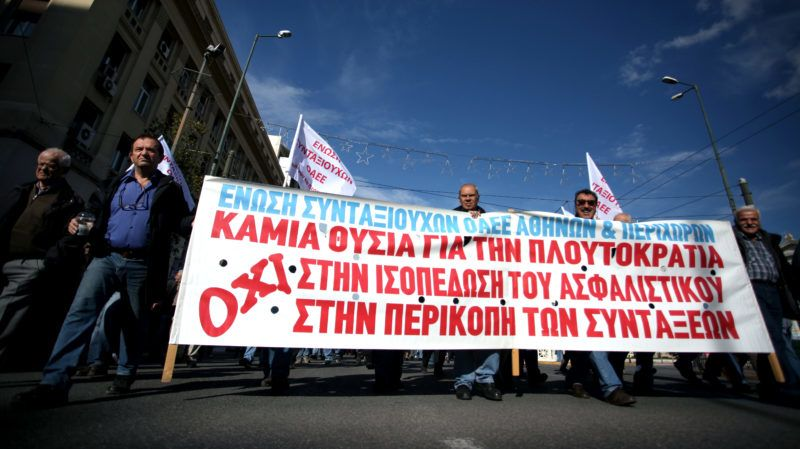 People demonstrate as part of a 24-hour strike by labour unions and the communist workers union (PAME) demanding a wage rise and collective wage agreements in Athens, Greece on November 28, 2018. (Photo by Giorgos Georgiou/NurPhoto)