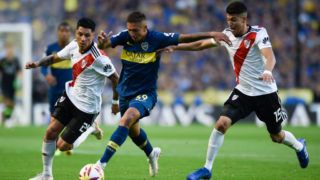 BUENOS AIRES, ARGENTINA - SEPTEMBER 23: Agustin Almendra (C) of Boca Juniors fights for the ball with Enzo Perez (L) and Exequiel Palacios (R) of River Plate during a match between Boca Juniors and River Plate as part of Superliga 2018/19 at Estadio Alberto J. Armando on September 23, 2018 in Buenos Aires, Argentina. (Photo by Gustavo Garello/Jam Media/Getty Images)