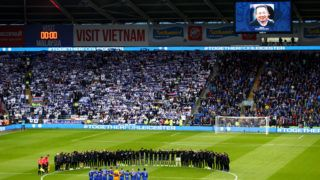 CARDIFF, WALES - NOVEMBER 03:  Players line up around the centre circle for a minute?s silence for Vichai Srivaddhanaprabha and Armistice day prior to the Premier League match between Cardiff City and Leicester City at Cardiff City Stadium on November 3, 2018 in Cardiff, United Kingdom.  (Photo by Michael Steele/Getty Images)