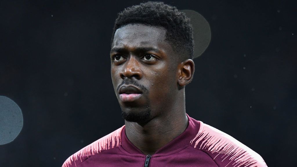 MILAN, ITALY - NOVEMBER 06: Ousmane Dembélé of FC Barcelona looks on before the Group B match of the UEFA Champions League between FC Internazionale and FC Barcelona at San Siro Stadium on November 6, 2018 in Milan, Italy.  (Photo by Alessandro Sabattini/Getty Images)