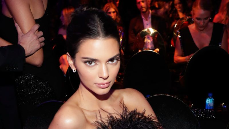LAS VEGAS, NV - NOVEMBER 09:  Kendall Jenner attends the 2018 #REVOLVEAWARDS on November 9, 2018 in Las Vegas, Nevada.  (Photo by Isaac Brekken/Getty Images for FIJI Water )