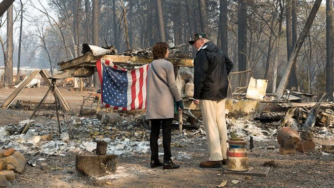 PARADISE, CA - NOVEMBER 17: President Donald Trump surveys the damage with Paradise Mayor Jody Jones as they tour the Skyway Villa Mobile Home and RV Park during his visit of the Camp Fire in Paradise, California on November 17, 2018. (Photo by Paul Kitagaki Jr.-Pool/Getty Images)