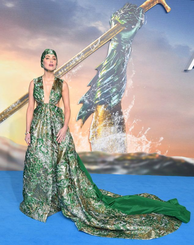 """LONDON, ENGLAND - NOVEMBER 26:  Amber Heard attends the World Premiere of """"Aquaman"""" at Cineworld Leicester Square on November 26, 2018 in London, England.  (Photo by Karwai Tang/WireImage)"""