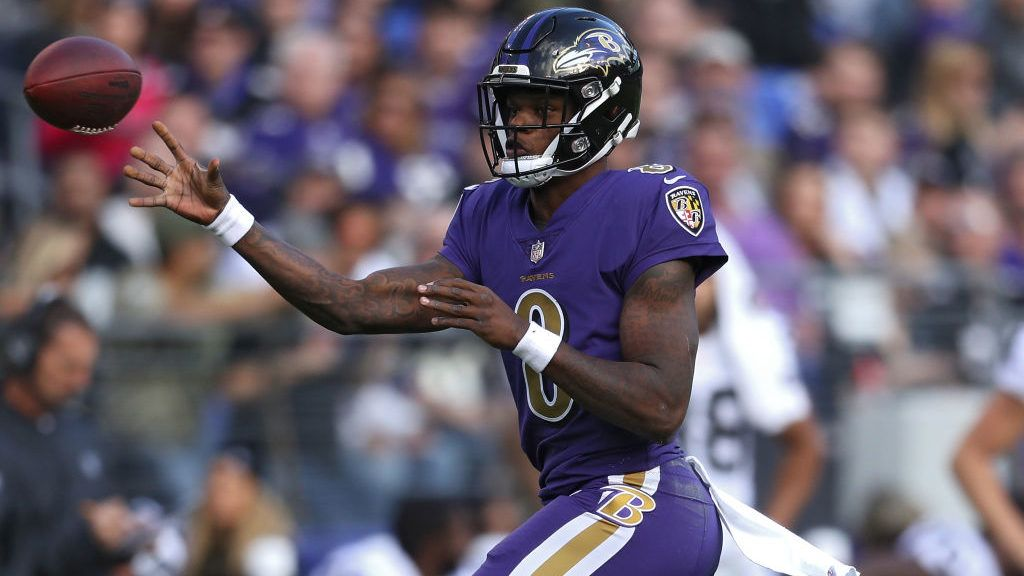 BALTIMORE, MARYLAND - NOVEMBER 25: Lamar Jackson #8 of the Baltimore Ravens in action against the Oakland Raiders at M&T Bank Stadium on November 25, 2018 in Baltimore, Maryland. (Photo by Patrick Smith/Getty Images)