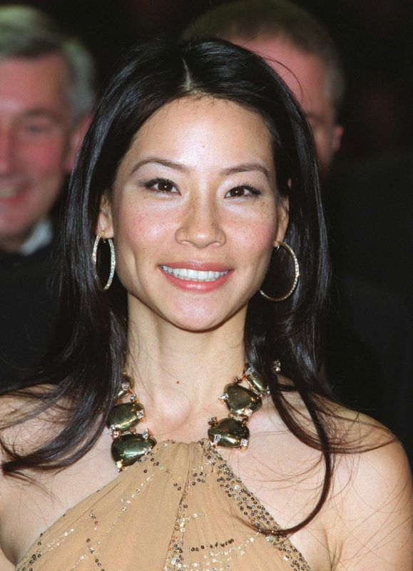 """382348 04: Actress Lucy Liu attends the Royal charity premiere of her film """"Charlie's Angels"""" in London's Leicester Square November 22, 2000 in London, England. (Photo by UK Press/Liaison) (USA SALES ONLY)"""