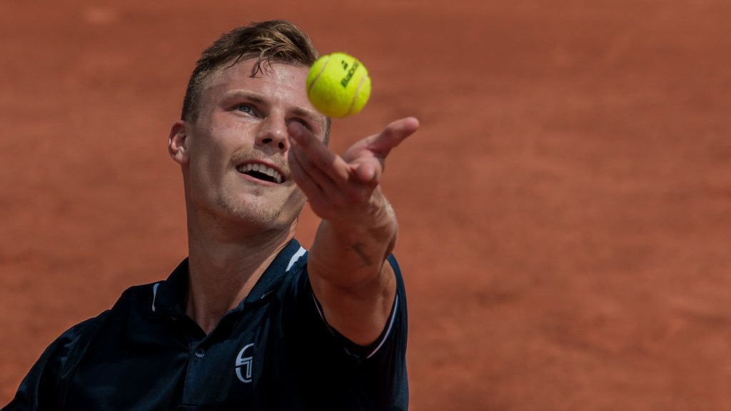 Marton Fucsovics of Hungary serves against Kyle Edmund of Great Britain during the second round at Roland Garros Grand Slam Tournament - Day 5 on May 31, 2018 in Paris, France. (Photo by Robert Szaniszló/NurPhoto via Getty Images)