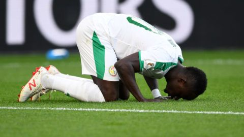 YEKATERINBURG, RUSSIA - JUNE 24:  Sadio Mane of Senegal celebrates scoring his side's first goal during the 2018 FIFA World Cup Russia group H match between Japan and Senegal at Ekaterinburg Arena on June 24, 2018 in Yekaterinburg, Russia.  (Photo by Etsuo Hara/Getty Images)