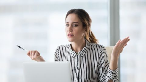 Confused businesswoman feel at loss looking at laptop screen with error message, frustrated female worker shocked by computer malfunction or online problem, seeing notice about pc crash or bad news