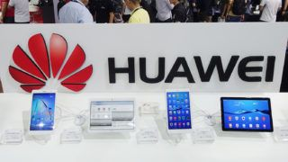 --FILE--Tablet PCs are on display at the stand of Huawei during an exhibition in Shanghai, China, 14 June 2018.China's Huawei Technologies said on Thursday it will increase its annual spending on research and development (R&D) to between $15 billion and $20 billion, as it races to be a global leader in 5G technology. Huawei, which previously pledged to invest $10 billion to $20 billion annually on R&D, spent 89.7 billion yuan ($13.23 billion) on it in 2017, accounting for 14.9 percent of its total revenue. Huawei will dedicate 20-30 percent of that amount to basic science research, up from its previous expectation of 10 percent, China's largest telecommunications equipment and smartphone maker said in a statement.