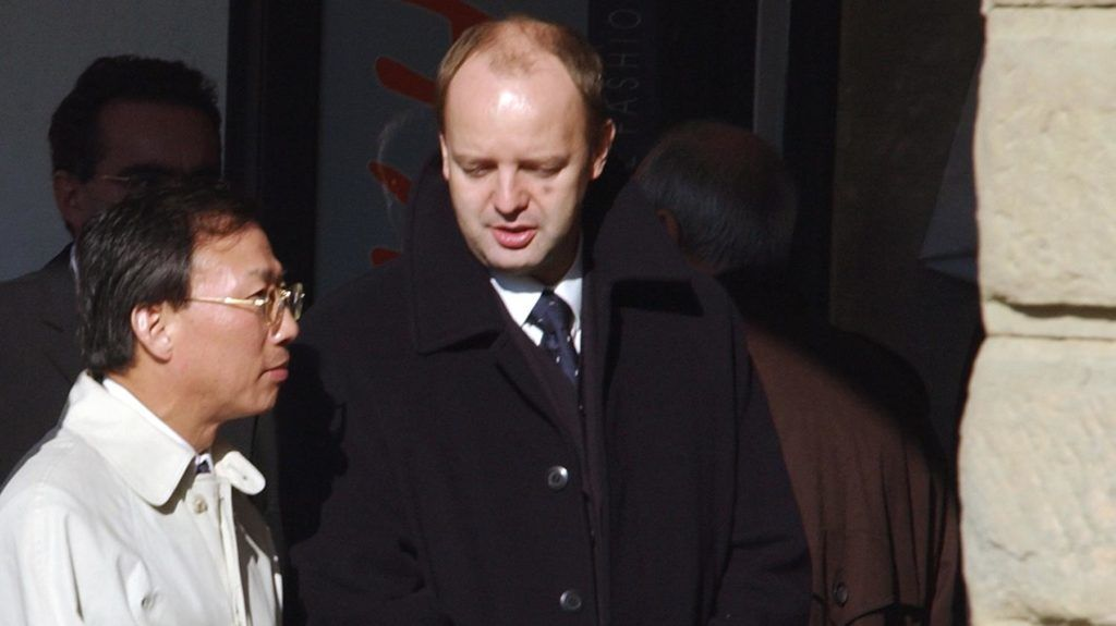 The Vice-president of Korean car maker Hyundai Motors, Kim Dong Jin (L) speaks with Slovakia's Minister of Industry Pavol Rusko (R) as they meet in the northern Slovak town of Zilina, 17 October 2003 where the Korean delegation led by Kim Dong Jin arrived from the Czech Republic to examine properties for their future car-plant. Hyundai Motors is deciding between locations in the Czech republic, Slovakia, Poland and Hungary and is planning to invest 1.5 billion euros in a plant that will produce up to 300 000 cars per year. AFP PHOTO/JOE KLAMAR (Photo by JOE KLAMAR / AFP)