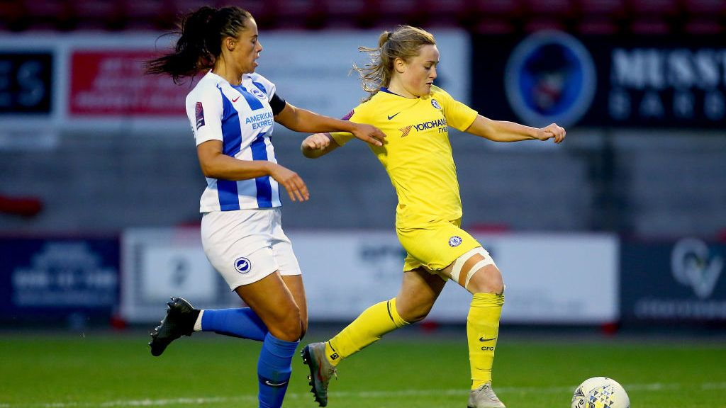 CRAWLEY, WEST SUSSEX - DECEMBER 09:  Erin Cuthbert of Chelsea Women battles with Laura Rafferty of Brighton and Hove Albion Women during the FA WSL match between Brighton and Hove Albion and Chelsea Women at Checkatrade.com Stadium on December 9, 2018 in Crawley, West Sussex.  (Photo by Jordan Mansfield/Getty Images)