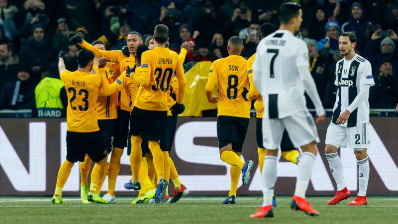 BERN, SWITZERLAND - DECEMBER 12: Guillaume Hoarau of Young Boys celebrates his goal with team mates during the UEFA Champions League Group H match between BSC Young Boys and Juventus at Stade de Suisse, Wankdorf on December 12, 2018 in Bern, Switzerland. (Photo by TF-Images/TF-Images via Getty Images)