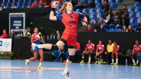 PARIS, FRANCE - NOVEMBER 29: Crina Elena Pintea #6 of Romania is shooting the ball during the game between Romania and Cuba of the Tournoi Razel Bec Paris Ile de France at Stade Pierre de Coubertin on November 29, 2015 in Paris, France. (Photo by Catherine Steenkeste/Getty Images)