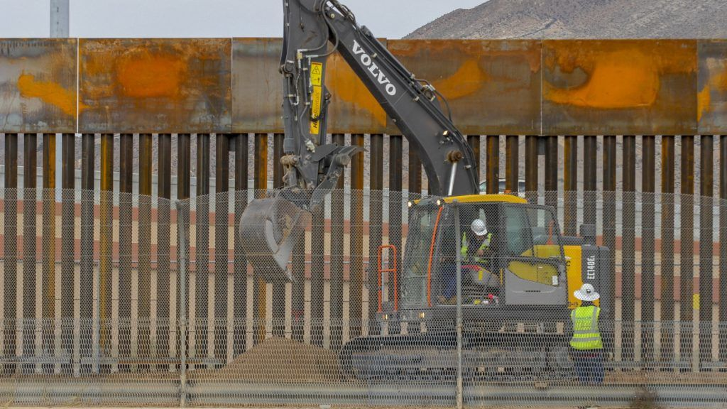 An excavator works on the 4-mile (6.4-kilometer) steel wall between El Paso, Texas in the United States and Ciudad Juarez in Chihuahua State, Mexico, on January 9, 2019. (Photo by Herika Martinez / AFP)