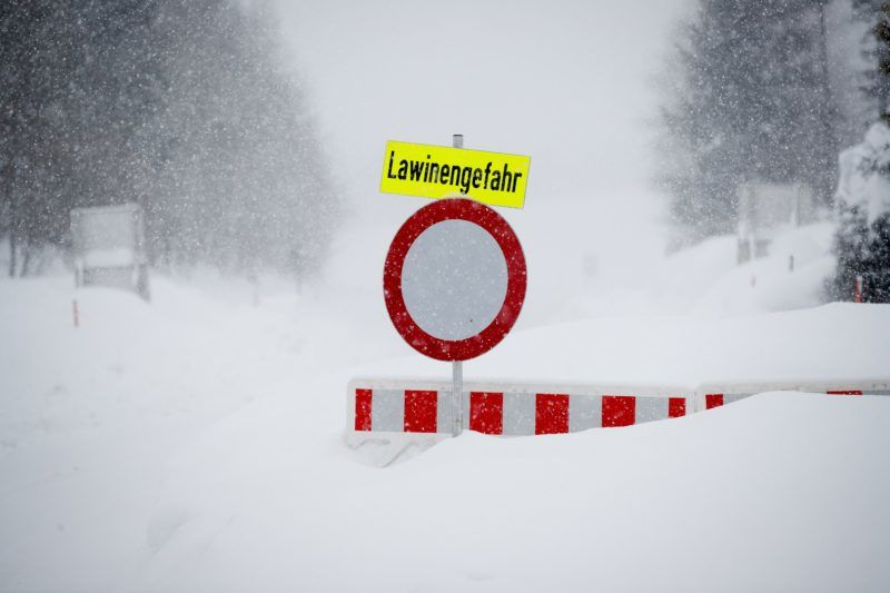 """A street sign reading """"danger of avalanches"""" stands on a snow covered street on January 10, 2019 in Vordernberg, Austria. (Photo by ERWIN SCHERIAU / APA / AFP) / Austria OUT"""