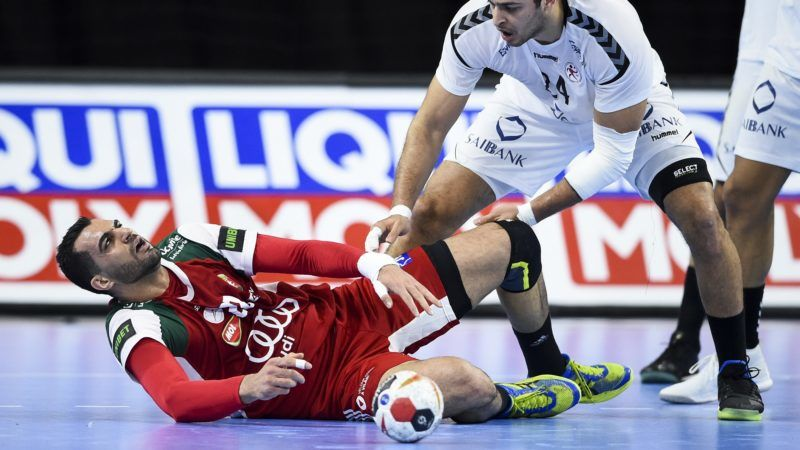 Hungary's Iman Jamali (L) reacts to an injury during the IHF Men's World Championship 2019 Group D handball match between Hungary and Egypt at the Royal Arena in Copenhagen on January 16, 2019. (Photo by Jonathan NACKSTRAND / AFP)