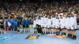 The teams stand for the national anthems on the field in a row, presentation, presentation, lineup, before the start of the match, ceremony, line up, full figure, horizontal format, preliminary round Group A, Germany (GER) - France (FRA) 25:25, am 15.01.2019 in Berlin / Germany. Handball World Cup 2019, from 10.01. - 27.01.2019 in Germany and Denmark. | Usage worldwide