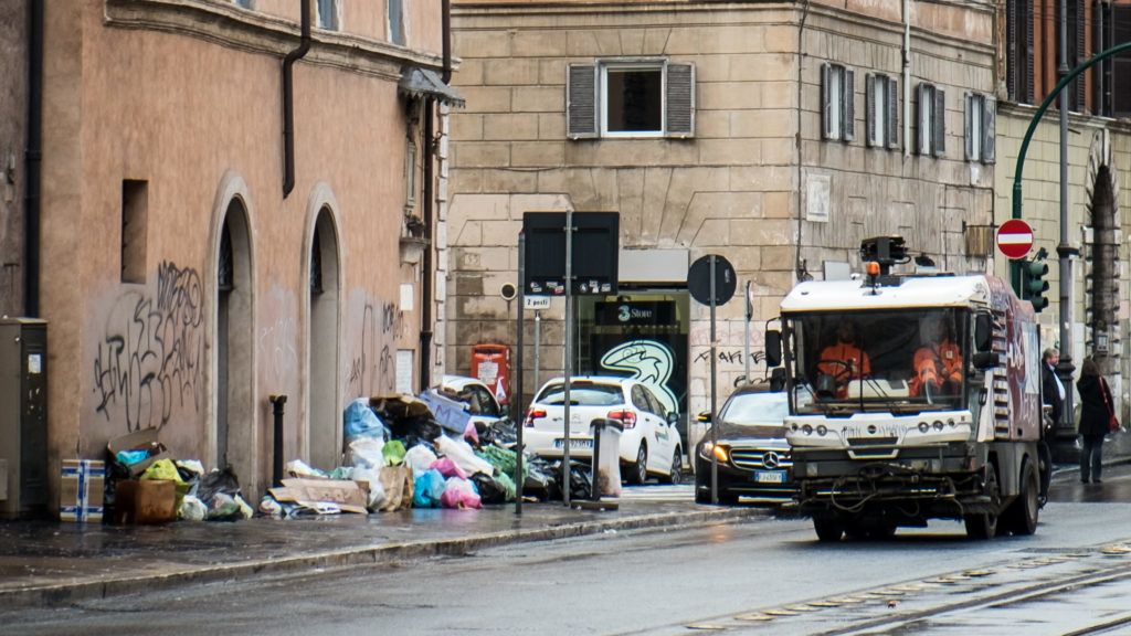 View of ' Via delle Botteghe Oscure' in Rome, Italy, on 5 November 2018 invaded by waste to 24-hour strike in Ama: at risk the collection of urban waste in the capital. The abstention from work was promoted by the unions Fp Cgil, Fit Cisl and Fiadel following the failure to approve the Ama budget by the Capitol on November 5, 2018 in Rome, Italy. (Photo by Andrea Ronchini/NurPhoto)