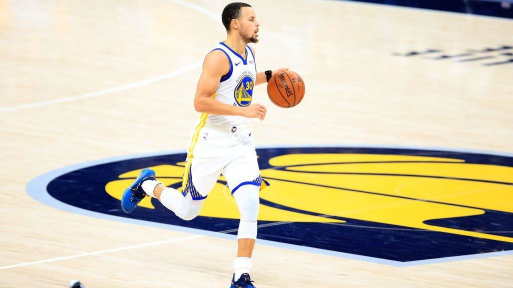 INDIANAPOLIS, INDIANA - JANUARY 28:   Stephen Curry #30 of the Golden State Warriors dribbles the ball against the Indiana Pacers at Bankers Life Fieldhouse on January 28, 2019 in Indianapolis, Indiana. (Photo by Andy Lyons/Getty Images)