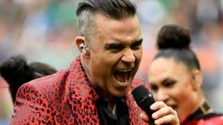 English singer Robbie Williams performs during the opening ceremony  before the Russia 2018 World Cup Group A football match between Russia and Saudi Arabia at the Luzhniki Stadium in Moscow on June 14, 2018. (Photo by Alexander NEMENOV / AFP) / RESTRICTED TO EDITORIAL USE - NO MOBILE PUSH ALERTS/DOWNLOADS