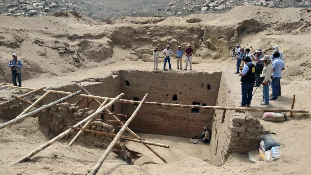 """Undated picture distributed on February 15, 2019 by Peruvian news agency Andina of a recently discovered burial chamber belonging to the Inca period at the """"Mata Indio"""" archeological site in Lambayeque region, Peru. - Peruvian archaeologists discovered a funerary chamber of the Inca period (XII to XVI) in northern Peru, informed Friday investigator Luis Chero to Andina. (Photo by STR / ANDINA / AFP) / RESTRICTED TO EDITORIAL USE - MANDATORY CREDIT """"AFP PHOTO / ANDINA"""" - NO MARKETING NO ADVERTISING CAMPAIGNS - DISTRIBUTED AS A SERVICE TO CLIENTS"""