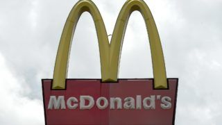 Picture of the logo of US food chain McDonald's, taken in Caracas on September 2, 2018. - McDonalds closed down several of its restaurants in Venezuela. Venezuela's economy has collapsed into chaos under President Nicolas Maduro since 2013, with falling oil prices leading to chronic shortages of food and medicine and hundreds of thousands of people fleeing the country. (Photo by Federico PARRA / AFP)