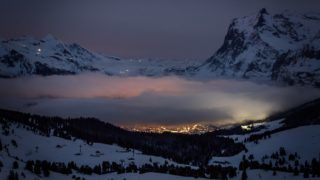 The winter sports resort of Grindelwald is seen surrounded by Swiss Alps on this longtime exposure taken on January 18, 2019 evening from Kleine Scheidegg. (Photo by Fabrice COFFRINI / AFP)