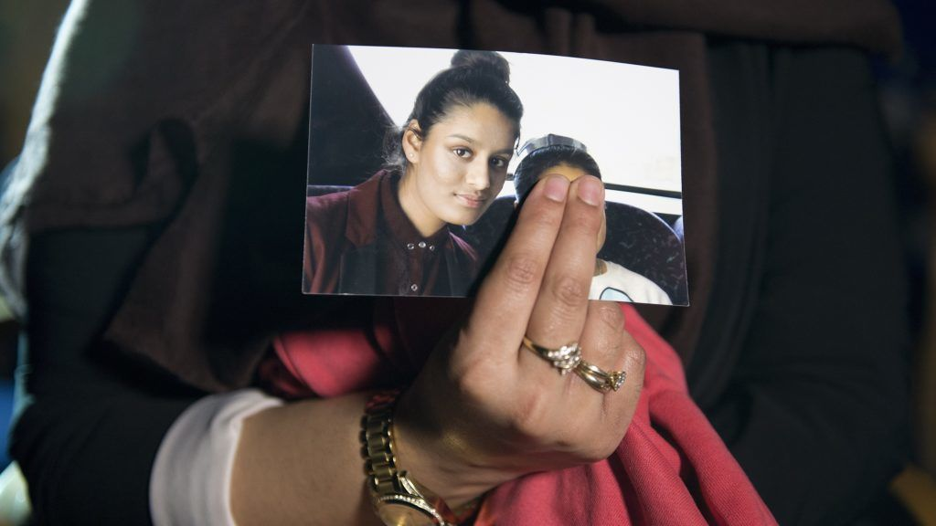 (FILES) In this file photo taken on February 22, 2015 Renu Begum, eldest sister of missing British girl Shamima Begum, holds a picture of her sister while being interviewed by the media in central London. - A British teenager who fled to join the Islamic State group in Syria is living in a refugee camp and wants to return home, The Times reported on February 14, 2019. Shamima Begum, now 19, expressed no regrets about fleeing her London life four years ago but said that two of her children had died and, pregnant with her third, she wanted to return. (Photo by LAURA LEAN / POOL / AFP)