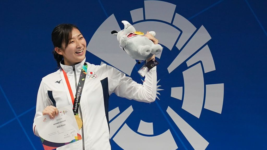JAKARTA, INDONESIA - AUGUST 24:  Gold medallist Japan's Rikako Ikee celebrates during the victory ceremony for the womens 50m freestyle swimming event  on day six of the Asian Games on August 24, 2018 in Jakarta, Indonesia.  (Photo by Lintao Zhang/Getty Images)