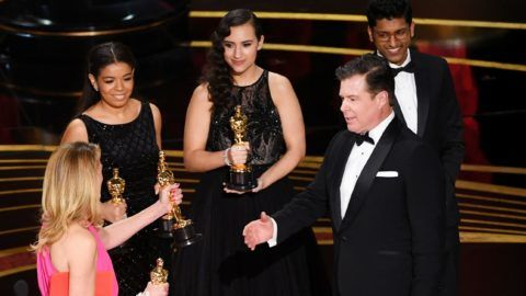 HOLLYWOOD, CALIFORNIA - FEBRUARY 24: (L-R) Julia Roberts presents the Best Picture award for 'Green Book' to Brian Currie onstage during the 91st Annual Academy Awards at Dolby Theatre on February 24, 2019 in Hollywood, California. (Photo by Kevin Winter/Getty Images)
