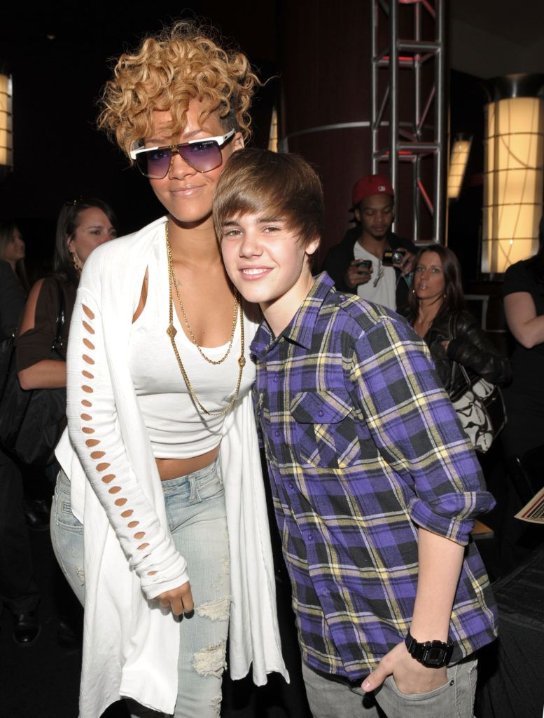 LOS ANGELES, CA - JANUARY 29:  Singers Rihanna and Justin Bieber attend the 52nd Annual GRAMMY awards backstage at the GRAMMYs  Day 2 held at at Staples Center on January 29, 2010 in Los Angeles, California.  (Photo by Michael Buckner/WireImage)
