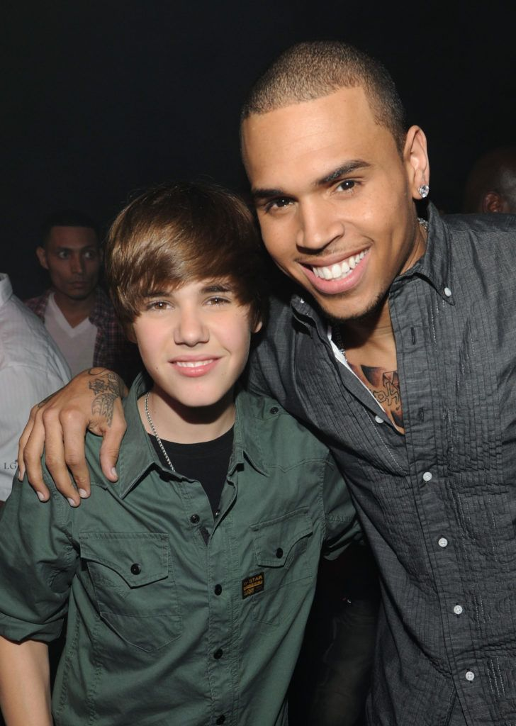 MIAMI - FEBRUARY 06:  Justin Bieber and Chris Brown pose backstage at the BET-SOS Saving Ourselves Help for Haiti Benefit Concert at AmericanAirlines Arena on February 5, 2010 in Miami, Florida.  (Photo by Kevin Mazur/WireImage)