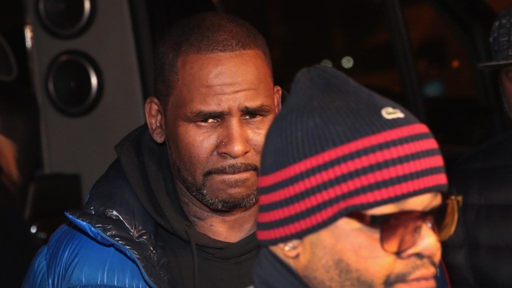 CHICAGO, ILLINOIS - FEBRUARY 22:  R&B singer R. Kelly arrives at the 1st District-Central police station on February 22, 2019 in Chicago, Illinois. Cook County State's Attorney Kim Foxx announced today that Kelly has been charged with 10 counts of aggravated sexual abuse of four victims, at least three between the ages of 13 and 17.  (Photo by Scott Olson/Getty Images)