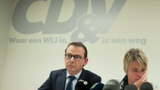 CD&V chairman Wouter Beke and Flemish Minister of Environment, Spatial Planning and Agriculture Joke Schauvliege pictured during a press conference of Flemish Christian democrats CD&V at their headquarters, regarding a statement of Minister Schauvliege on the climate demonstrations, Tuesday 05 February 2019. Flemish Environment Minister Schauvliege claimed State Security has evidence the climate protests are an organised plot against her administration, while State Security denied any such report. BELGA PHOTO BENOIT DOPPAGNE