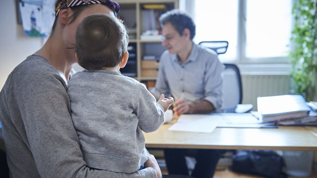 PEDIATRICS Reportage on a pediatrician who specializes in attachment theory in Lyon, France. A consultation at 9 months old. Marie BienaimÈ / BSIP