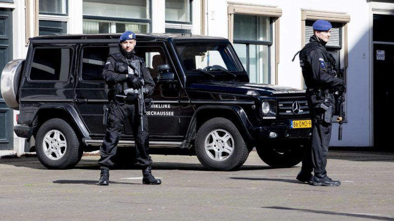Members of the military police stand guard around the Binnenhof, The Hague, on March 18, 2019. - A gunman opened fire on a tram in the Dutch city of Utrecht on March 18, 2019, killing at least one person and wounding several in what officials said was a possible terrorist incident. (Photo by Niels Wenstedt / ANP / AFP) / Netherlands OUT
