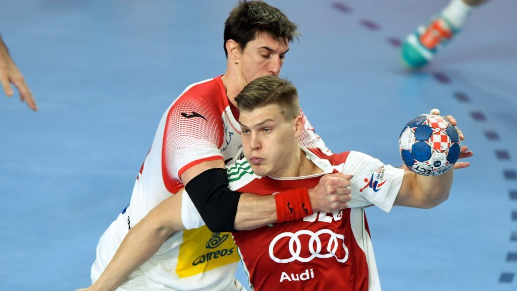 Hungary's Donat Bartok (R) is pushed by Spain's Viran Morros in Varazdin Arena on January 15, 2018 during their group D match during the 13th Men's European Handball Championships in Croatia. (Photo by Attila KISBENEDEK / AFP)