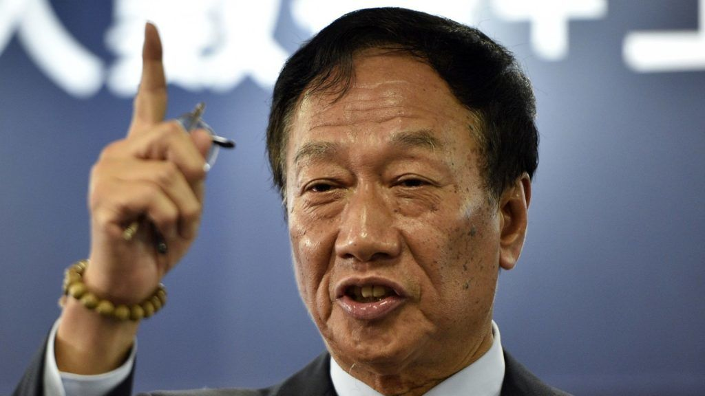 (FILES) This file photo taken on June 22, 2017 shows Terry Gou, chairman of Taiwan's Foxconn, gesturing during a press conference in New Taipei City. - The boss of tech giant Foxconn on April 17, 2019 announced his intention to run for the presidency of Taiwan on a ticket from the Beijing-friendly opposition Kuomintang (KMT) party. (Photo by SAM YEH / AFP)
