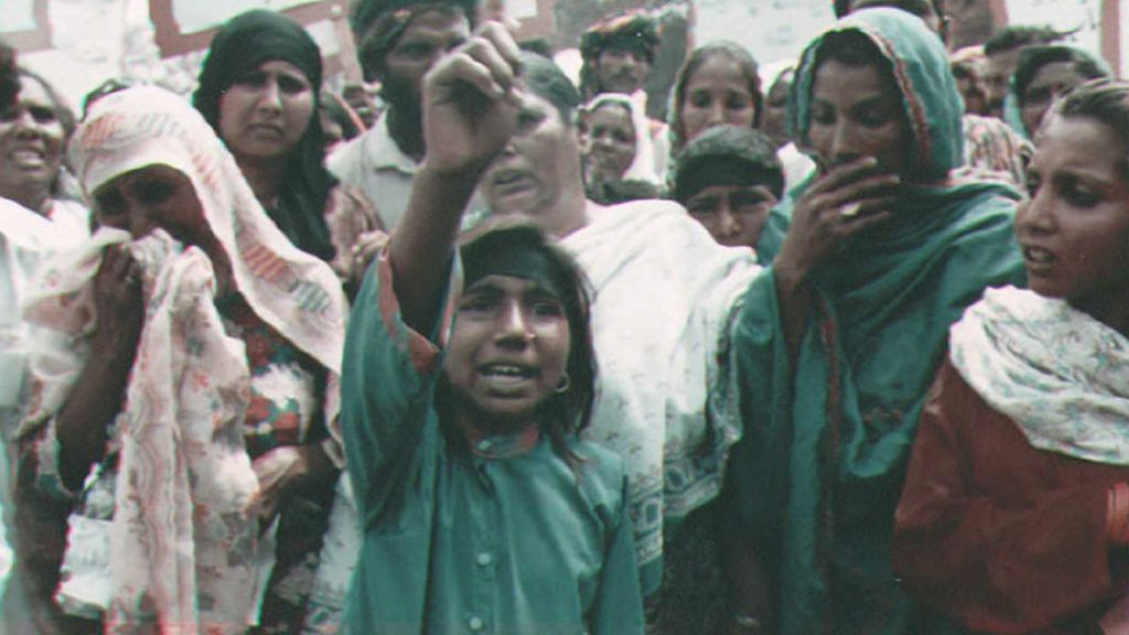 Inayat Bibi (L), mother of child labour activist Iqbal Masih, weeps while his sister Sobia (C) shouts slogans demanding the arrest of her brother's murderer, 25 April at a protest march in Lahore, Pakistan. Sobia said she does not want any financial compensation, only her brother back. Masih, 12, was shot dead near his native town Muridke 16 April. BEST QUALITY AVAILABLE              AFP PHOTO (Photo by STR / AFP)
