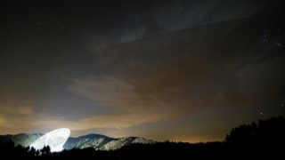 The radio telescope of the Max Planck Institute for Radio astronomy Bonn can be seen under the starry night sky in Effelsberg, Germany, 17 November 2017. The reflector diametre measures at 100 metres.   - NOWIRESERVICE- Photo: Kevin Kurek/dpa