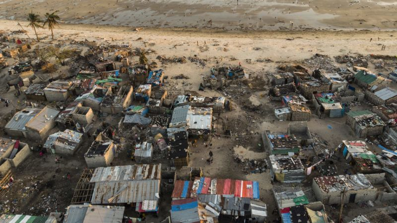 Debris and destroyed buildings which stood in the path of Cyclone Idai can be seen in this aerial photograph over the Praia Nova neighbourhood in Beira on April 1, 2019. - Cyclone Idai hit the Mozambican coast earlier this month, devastating the port city of Beira and killing at least 700 people in Mozambique, Zimbabwe and Malawi. Cholera has infected at least 1,052 people in Mozambique's cyclone-hit region, the health ministry said  in a new report on April 1, marking a massive increase from 139 cases reported four days ago. (Photo by Guillem Sartorio / AFP)