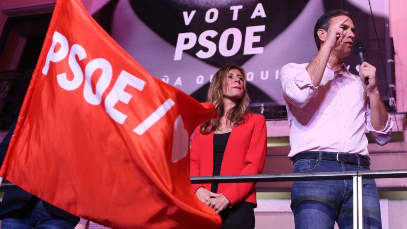 28 April 2019, Spain, Madrid: Pedro Sanchez, Prime Minister of Spain and candidate of the Socialist Party (PSOE), cheers with his supporters in the presence of his wife Begonia Gomez in front of the party headquarters on election night. In front of hundreds of supporters, Sanchez celebrated the victory of his party in the new parliamentary elections. Photo: CËzaro De Luca/dpa