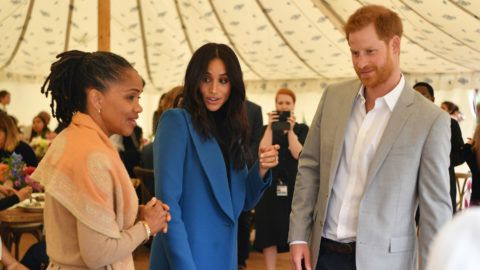 LONDON, ENGLAND - SEPTEMBER 20: Meghan, Duchess of Sussex (C) arrives with her mother Doria Ragland (L) and Prince Harry, Duke of Sussex to host an event to mark the launch of a cookbook with recipes from a group of women affected by the Grenfell Tower fire at Kensington Palace on September 20, 2018 in London, England. (Photo by Ben Stansall - WPA Pool/Getty Images)