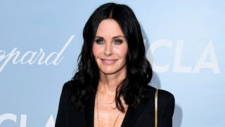 LOS ANGELES, CALIFORNIA - FEBRUARY 21: Courteney Cox attends the 2019 Hollywood For Science Gala at Private Residence on February 21, 2019 in Los Angeles, California. (Photo by Steve Granitz/WireImage)