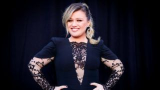 LAS VEGAS, NEVADA - APRIL 07: Kelly Clarkson attends the 54th Academy Of Country Music Awards at MGM Grand Garden Arena on April 07, 2019 in Las Vegas, Nevada. (Photo by Rich Fury/ACMA2019/Getty Images)