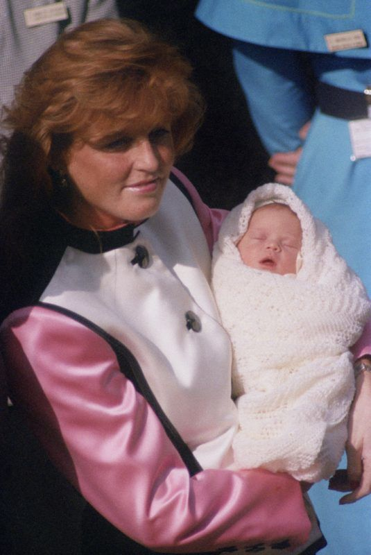 Sarah, Duchess of York leaves the Portland Hospital in London with her new daughter, Princess Eugenie, 30th March 1990. (Photo by Colin Davey/Getty Images)